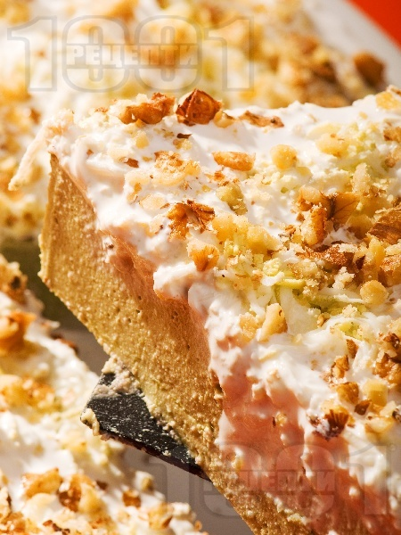 Солена спаначена торта без месо с извара, орехи, сметана и желатин - снимка на рецептата